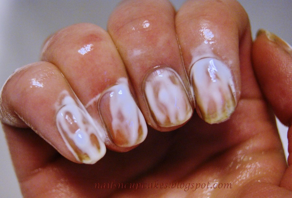 Rub a Little Bit of Toothpaste On Your Nails For Several Minutes. The Final Result — So Stunning!